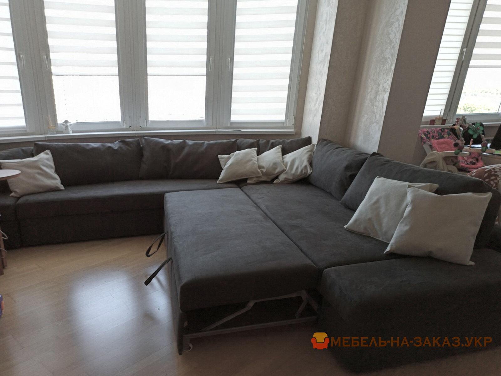 серый раскладной диван с подушками угловой на заказ