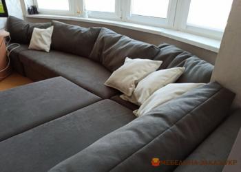 раскладной диван с подушками угловой серый