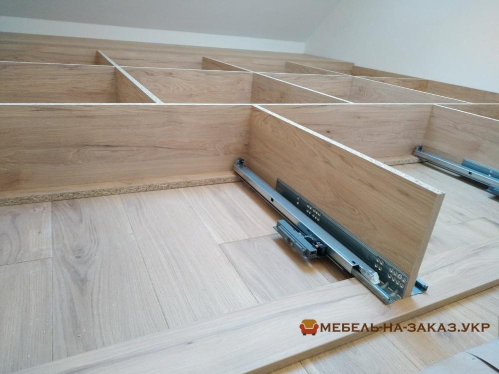 кровать-подиум со ступеньками на заказ