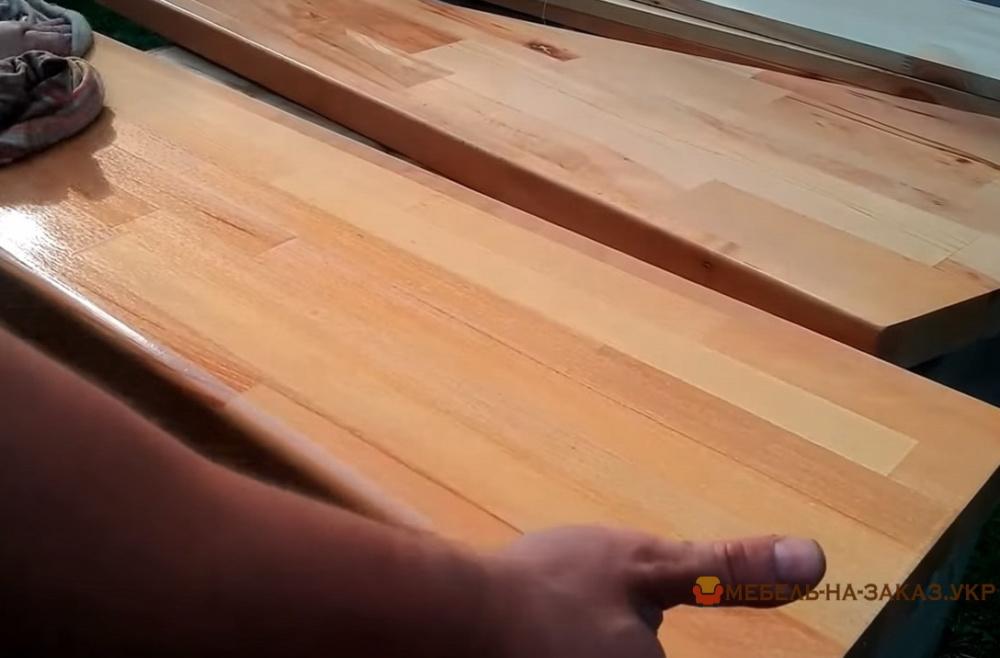 покраска деревянной лестницы на заказ