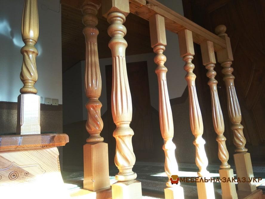 лестница на второй этаж дома из дерева недорого