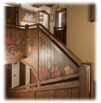 деревянные лестницы с росписью под заказ