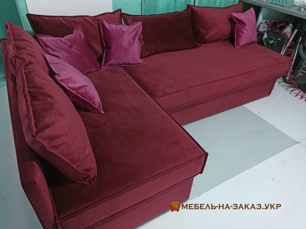 угловая мягкая мебель в гостинную красного цвета