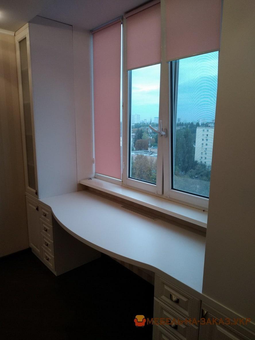 шкаф возле окна в спальне фото идени
