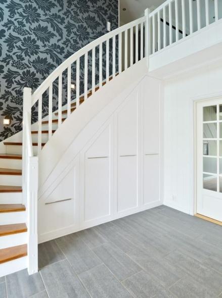 мебель на первый этаж дома на заказ под лестницу из дерева