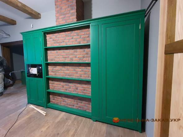 встроенная кухня зеленого цвета из ольхи