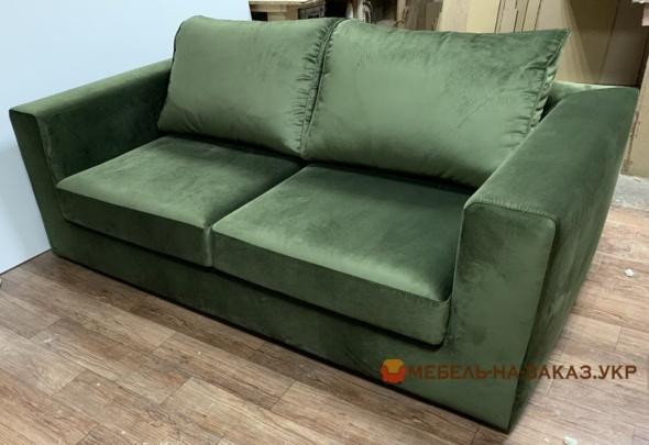 темно зеленый диван в госинную