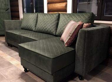 заказать угловой зеленый диван для гостиной