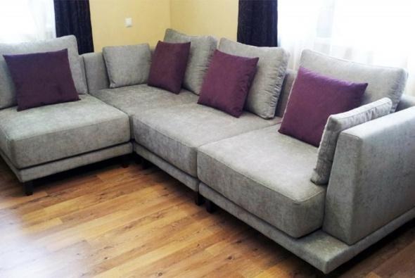 модульная угловая мягкая мебель в гостиную с подушками