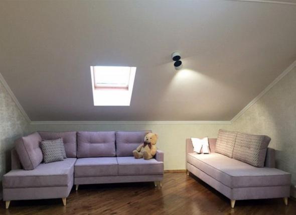 малеьнкий угловой диван в мансарду на заказ