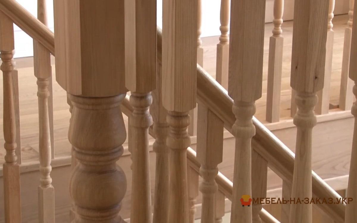 забежная лестница из дерева