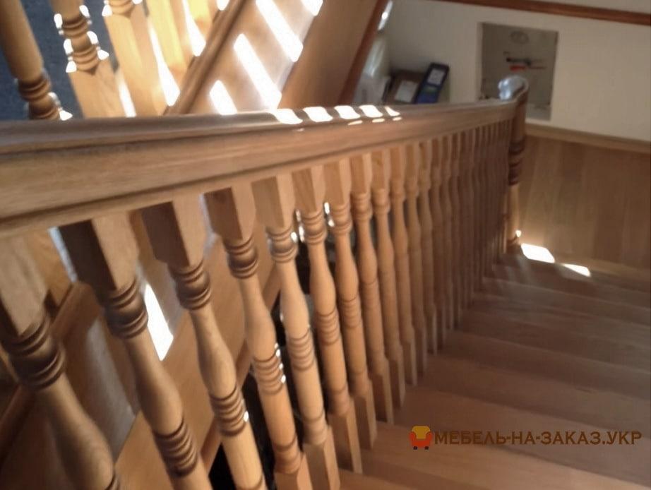 изготовление лестницы дубовой в дом