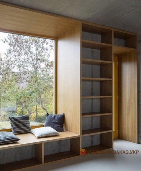 библиотека вокруг окна
