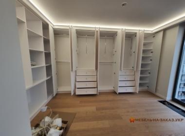 Гадреробный шкаф угловой в спальню