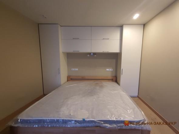 мебель вокруг кровати