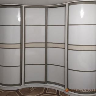 радиусный шкаф-купе в офис