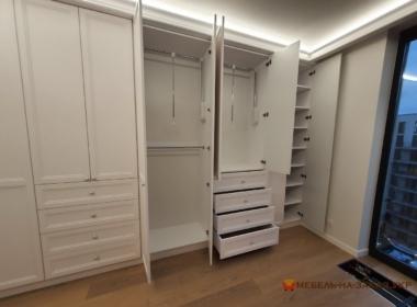 распашной шкаф в гардеробную