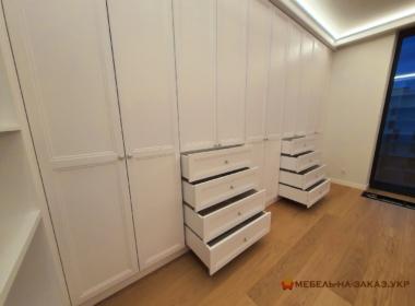 п образный шкаф в гостинную