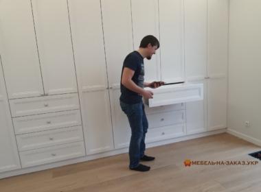изготовление установка шкафа в гостинную