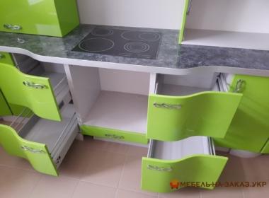 зеленая радиусная кухня