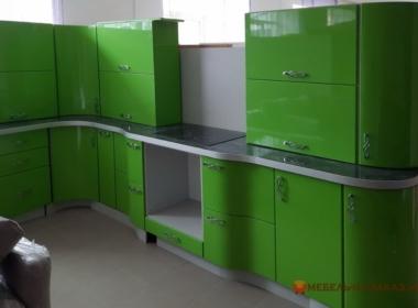 круглая кухня зеленого цвета