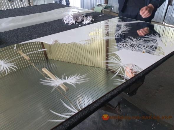 нанесение пескоструйной печати на шкаф-купе