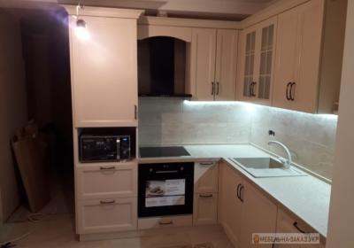 мебель угловая в кухню с молдингом
