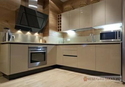 угловая кухня кофейного цвета