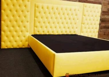 огромная кровать желтого цвета