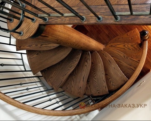 дубовая винтовая лестница