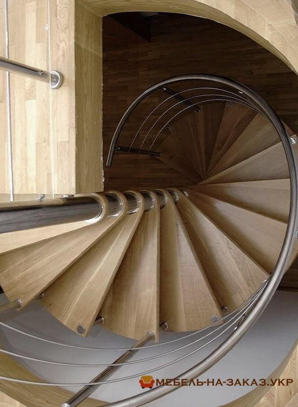 круговая лестница из металла
