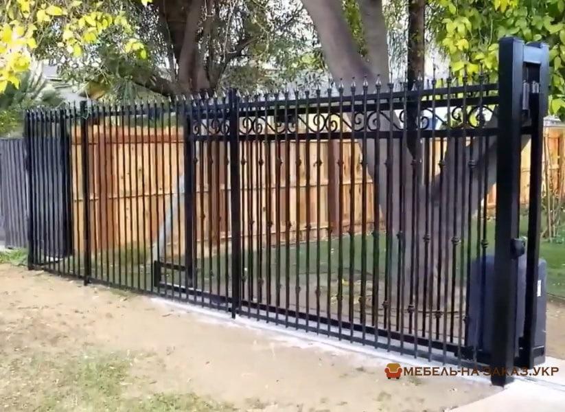 металлические решетчатые ворота с электроприводом