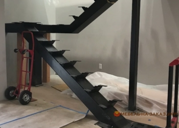 забежная металлическая лестница фото