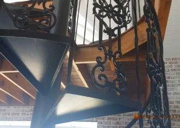 Лестницы наружные металлические для дома и офиса