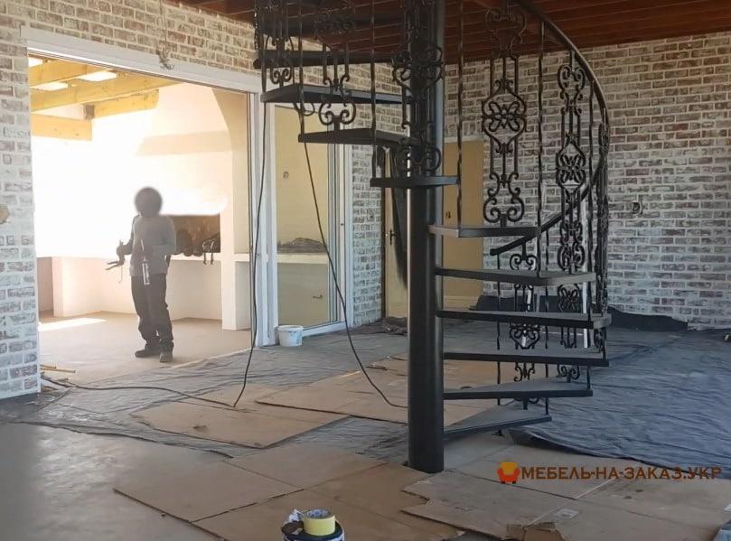 дизайн металлической лестницы круговой