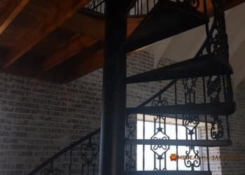 радиусная лестница с кованными под заказ Киев