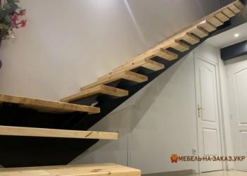 Уличные лестницы наружные на второй этаж из металла