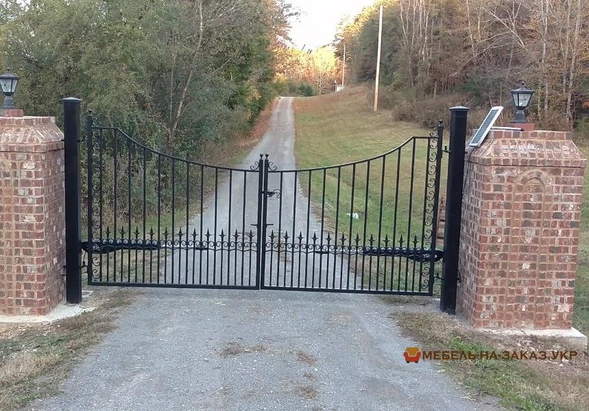 распашные металлические решетчатые ворота