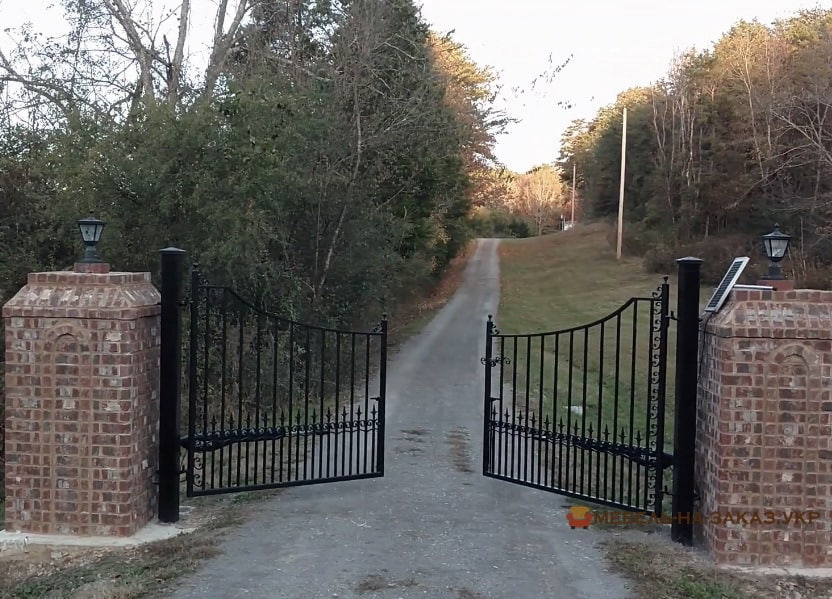 Решетчатые распашные ворота уличные на заказ