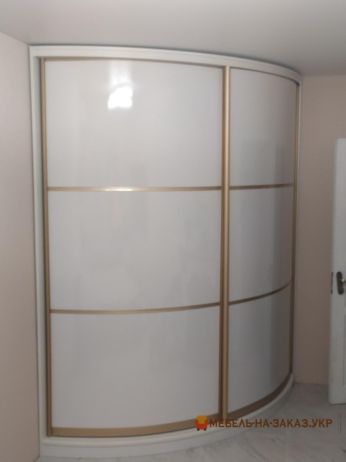 полукруглый шкаф в коридор