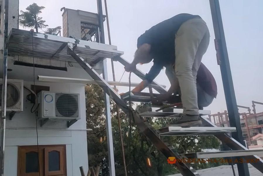 монтаж лестницы из дерева
