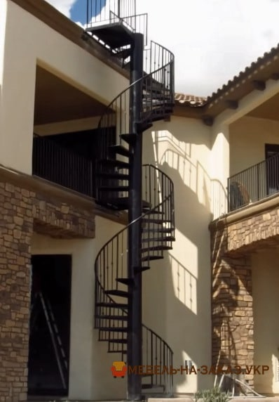 Винтовая лестница уличная на заказ