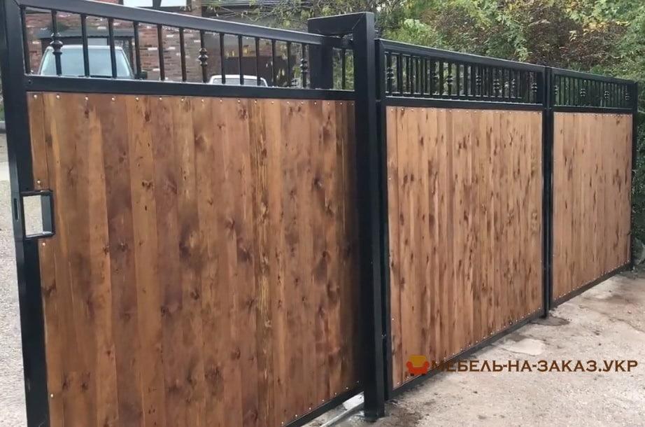 откатные Деревянные ворота на металлическом каркасе на заказ