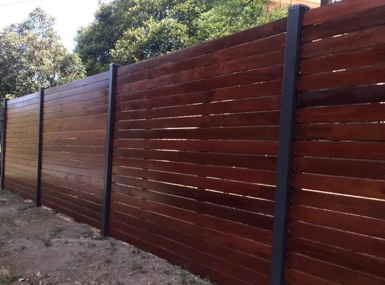 Красивые ворота из металла и дерева, фото