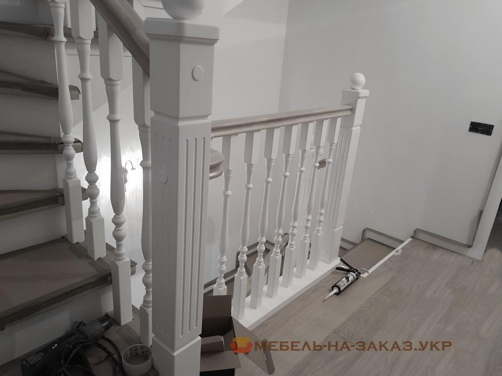 лестница с деревянными перилами на заказ Буча
