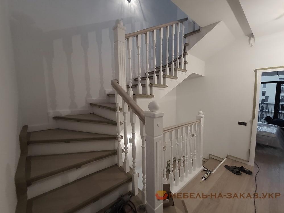 лестница с забежными ступеньками на заказ Буча