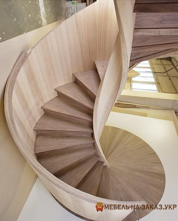 круговая лестница из дерева в БУче