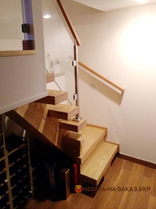 лестница со стеклянными перилами Буча