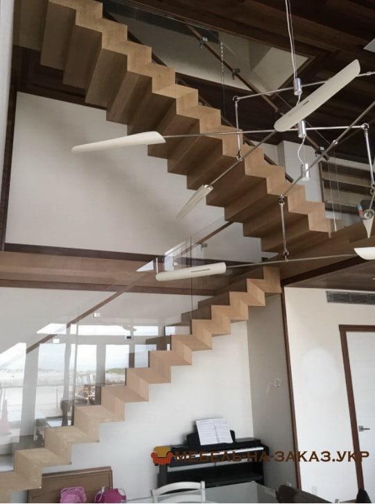 производитель деревянных лестниц в БУче