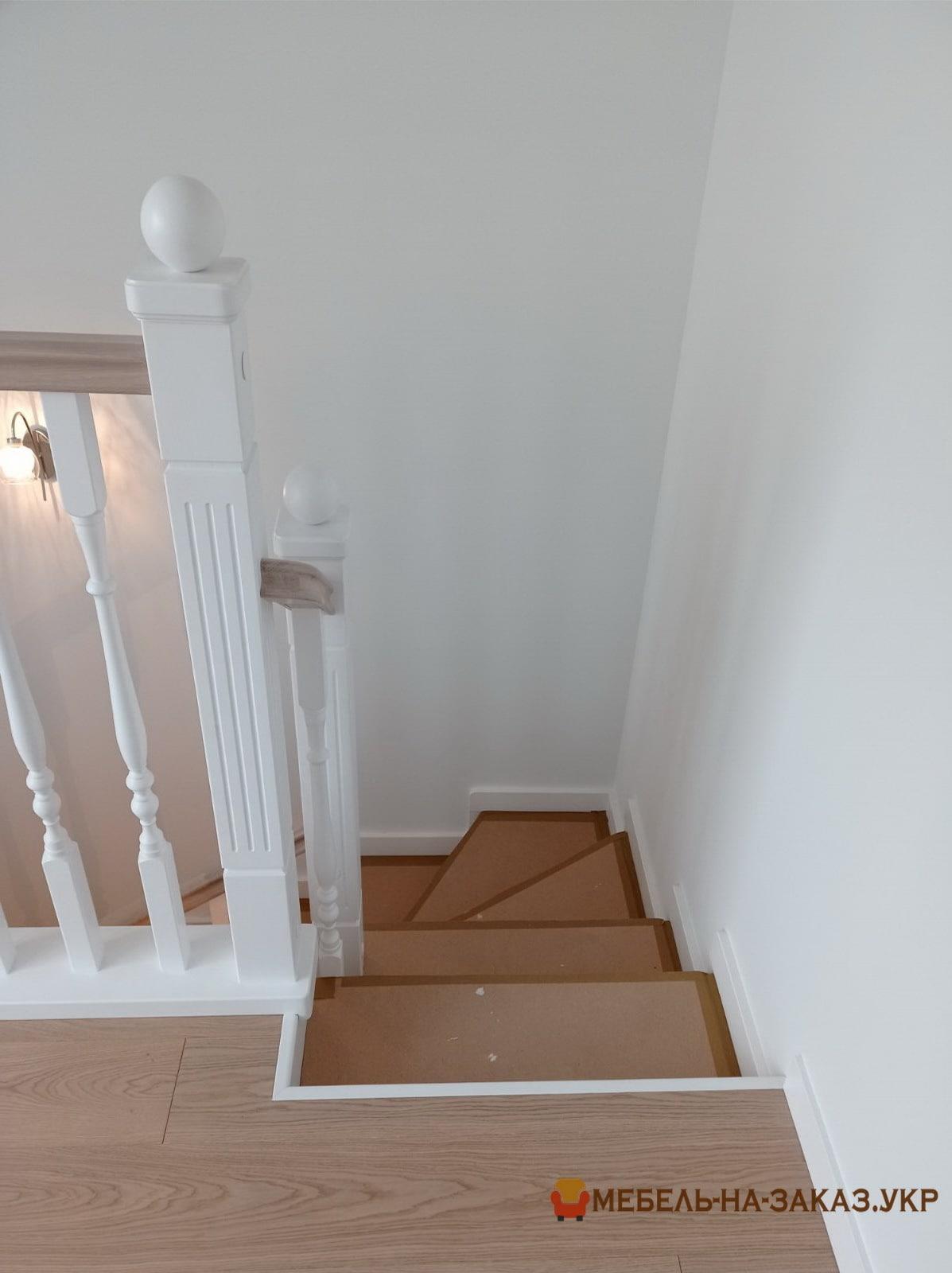 лестница из дуба в Буче